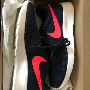NIB Nike Men 7 womens 9 sneakers!